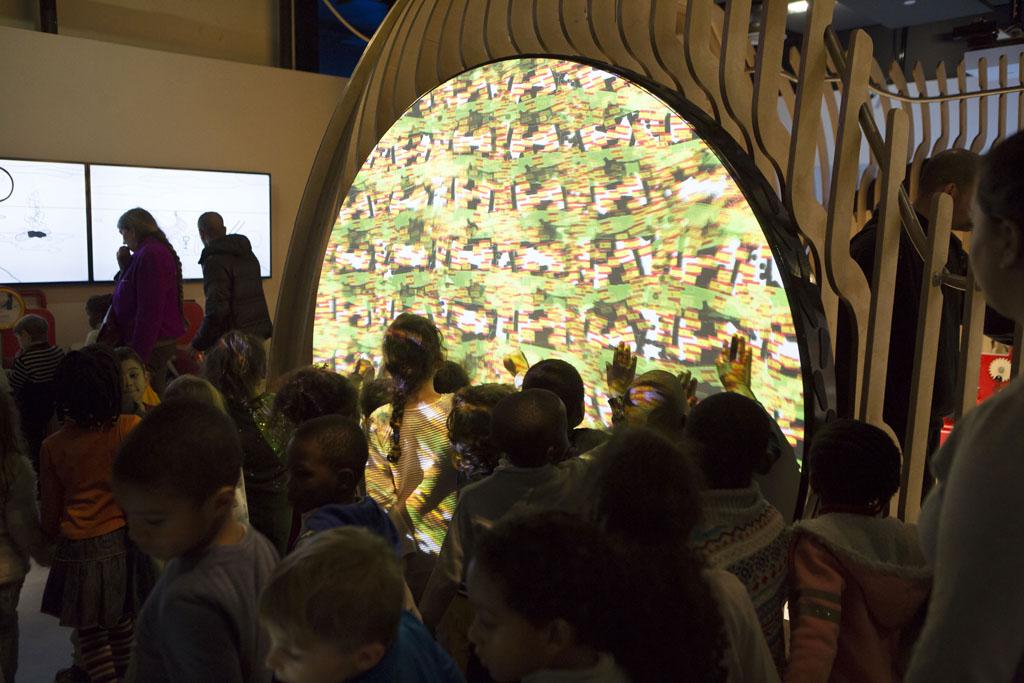 Projection sur la roue des décorations réalisées par les enfants(ouverture du diaporama)